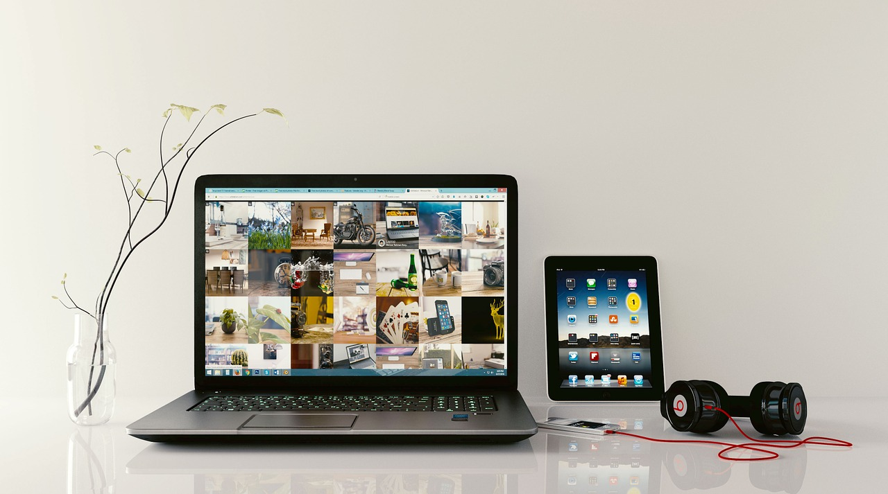 laptop ipad earphones