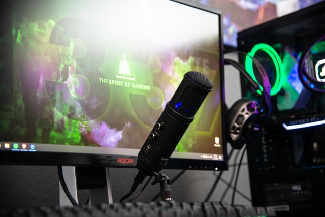 desktop gaming computer with microphone